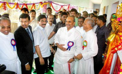 Chief Minister Y.S. Rajasekhara Reddy in a jovial mood after the inauguration of Andhra Loyola Institute of Engineering and Technology in Vijayawada on Monday.