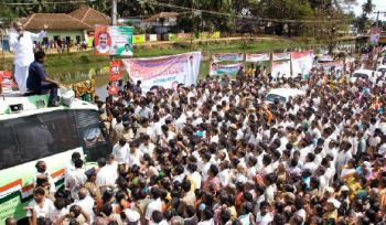 Show of strength: Chief Minister Y. S. Rajasekhara Reddy addressing people at Pippara in West Godavari district on Saturday as part of Rajiv Palle Baata.